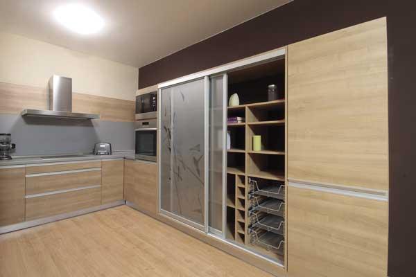 cozinha-madeira-atenas-portas-deslizantes-artcloset